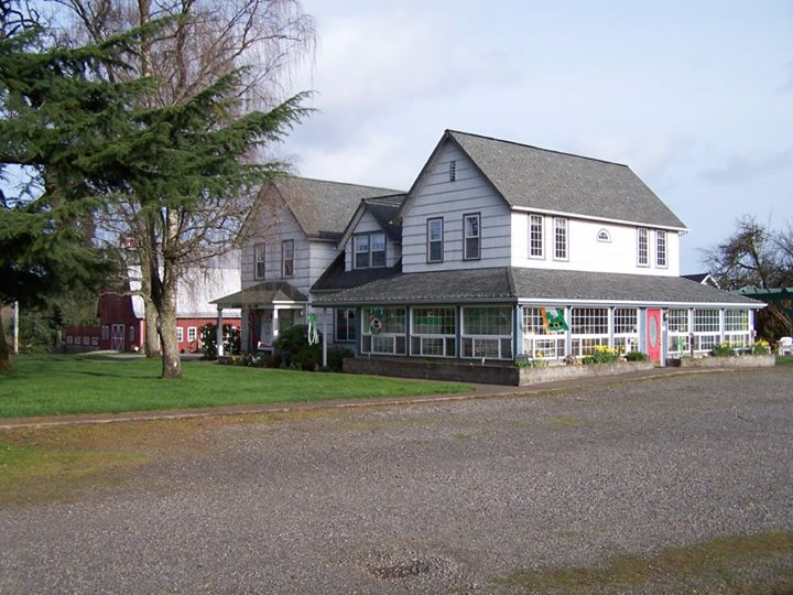 Scappoose-Creek-Inn2